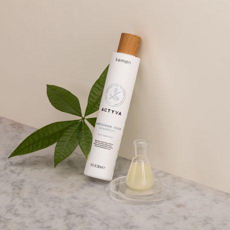 Actyva nutrizione ricca shampoo 250 ml bolli ambientata